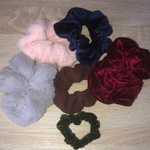cute pack of 6 scrunchies. all in great condition!